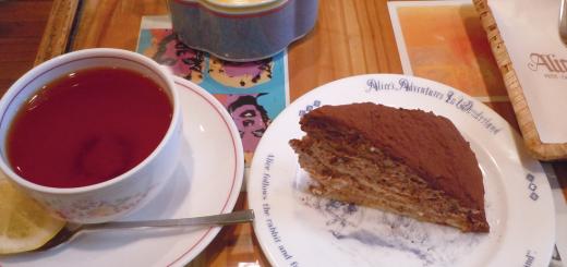 チョコレートケーキセット(585円)