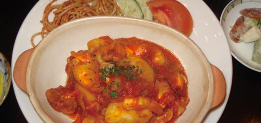 日替わり定食(700円) チキンとジャガイモのトマトソース煮込み