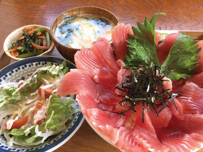 大盛りまぐろ丼(950円)