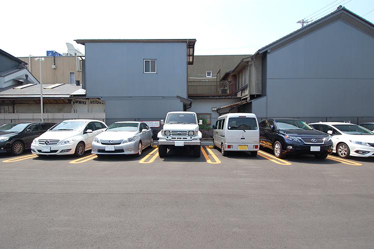 1台分のスペースが広いので、どんな車も入れやすい
