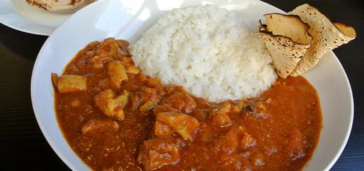 チキンカレー(ご飯、チャパティ1枚付き・880円)