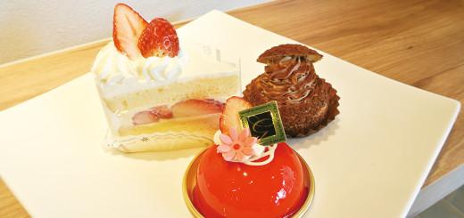 (左)イチゴのショートケーキ(380円) (中)ホワイトチョコレートとベリーのムース(420円) (右)シュークリームショコラ(180円)